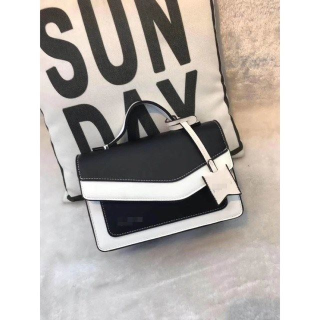 JT9603 IDR.195.000 MATERIAL PU SIZE L22XH15XW10CM WEIGHT 600GR COLOR BLACK
