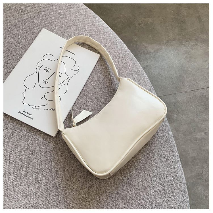 JT9673 IDR.132.000 MATERIAL PU SIZE L22.5XH14.5XW8CM WEIGHT 300GR COLOR WHITE