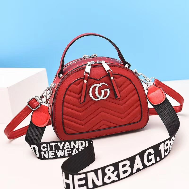 JT9812 IDR.186.000 MATERIAL PU SIZE L21XH16XW10CM WEIGHT 600GR COLOR RED