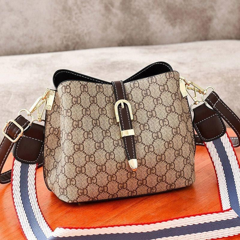 JT9895 IDR.152.000 MATERIAL PU SIZE L22.5XH18XW12CM WEIGHT 600GR COLOR COFFEE