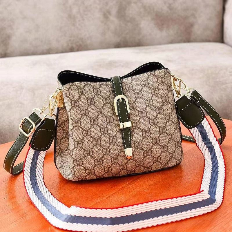 JT9895 IDR.152.000 MATERIAL PU SIZE L22.5XH18XW12CM WEIGHT 600GR COLOR GREEN