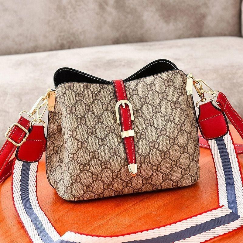 JT9895 IDR.152.000 MATERIAL PU SIZE L22.5XH18XW12CM WEIGHT 600GR COLOR RED