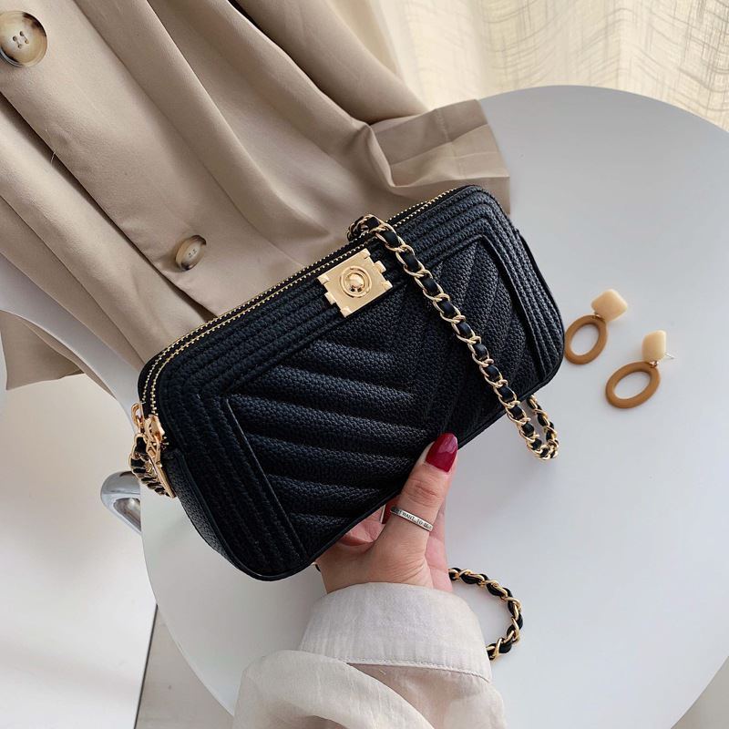 JT992234 IDR.160.000 MATERIAL PU SIZE L21XH11XW5CM WEIGHT 300GR COLOR BLACK