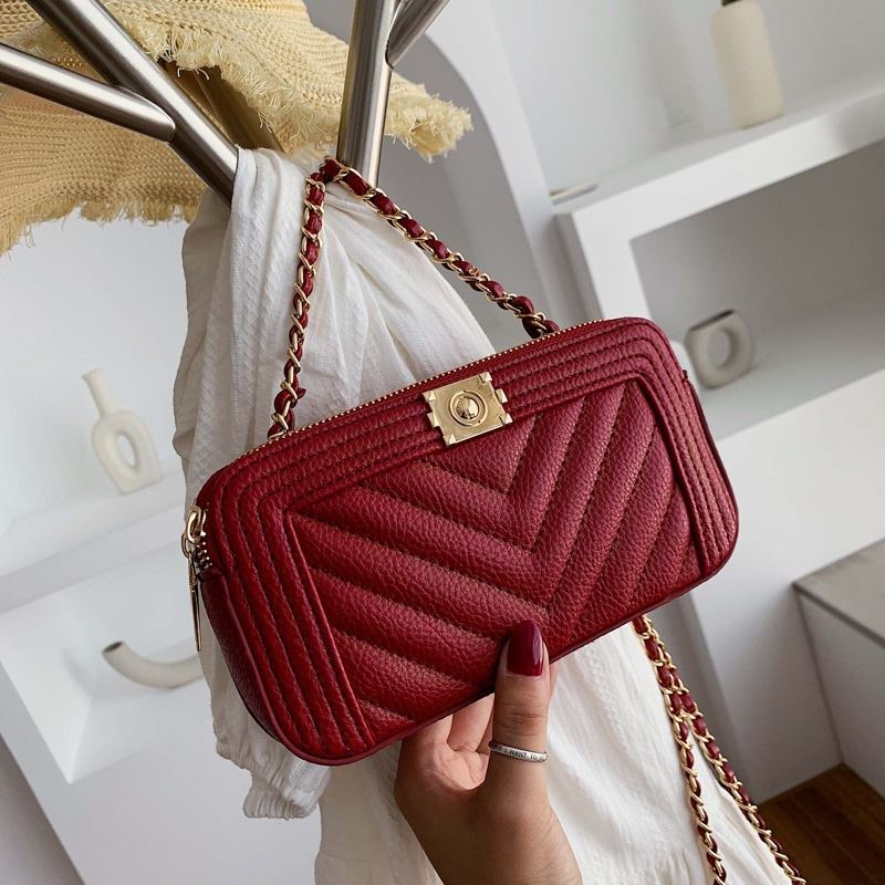 JT992234 IDR.160.000 MATERIAL PU SIZE L21XH11XW5CM WEIGHT 300GR COLOR RED