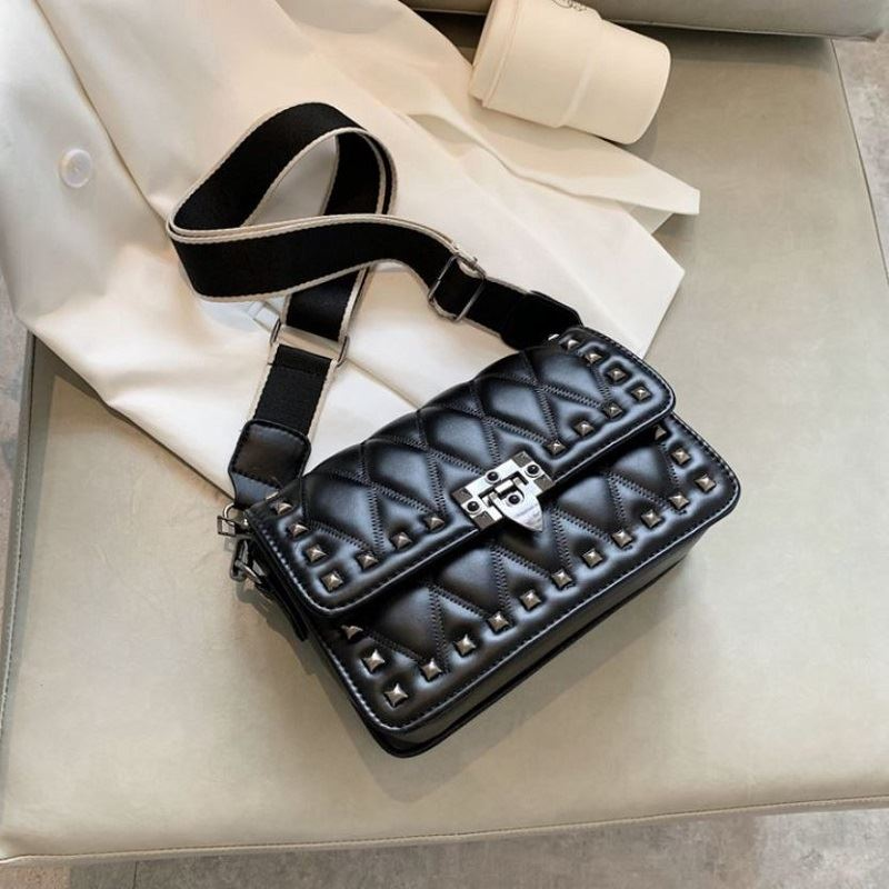 JT9944 IDR.167.000 MATERIAL PU SIZE L26XH22XW10CM WEIGHT 560GR COLOR BLACK