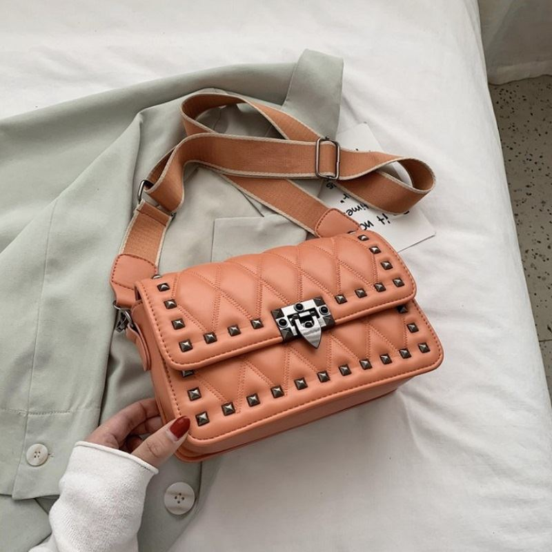 JT9944 IDR.167.000 MATERIAL PU SIZE L26XH22XW10CM WEIGHT 560GR COLOR BROWN