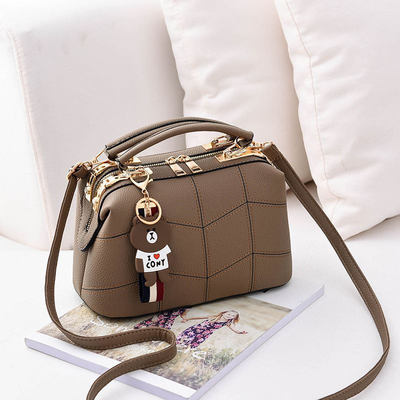 JT99870 IDR.180.000 MATERIAL PU SIZE L24.5XH15XW13CM WEIGHT 700GR COLOR KHAKI