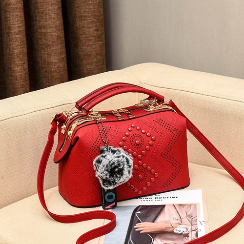 JT998747-red Doctor Bag Selempang Gantungan Pom Pom Import