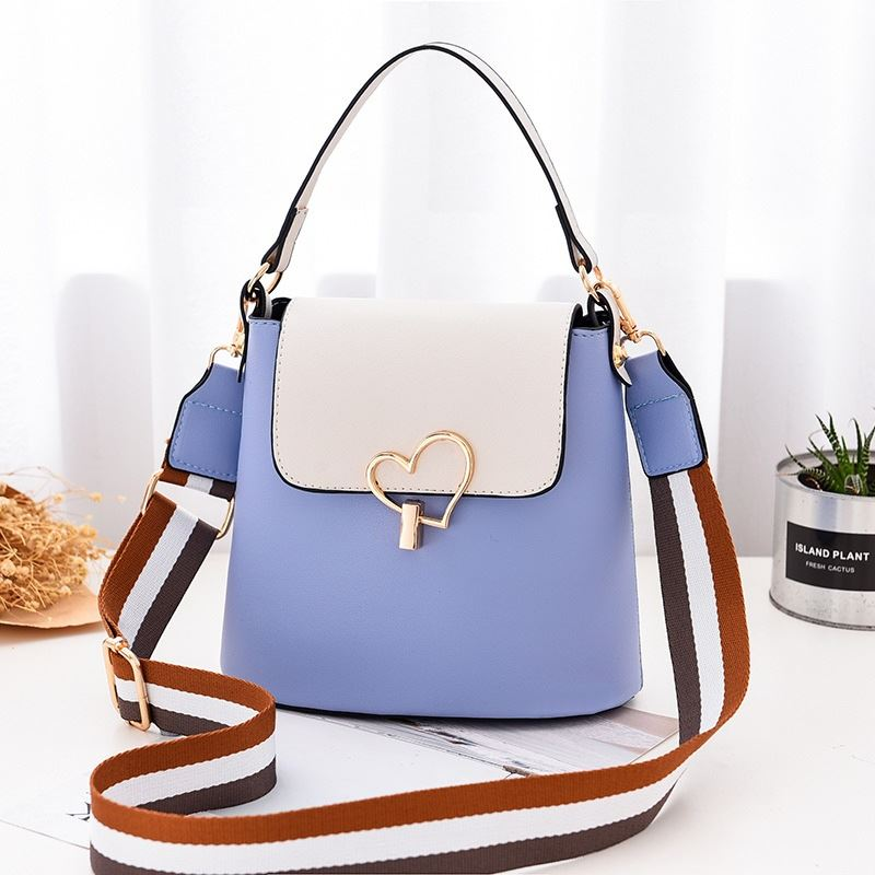 JT9999 IDR.142.000 MATERIAL PU SIZE L21XH18XW12CM WEIGHT 450GR COLOR BLUE