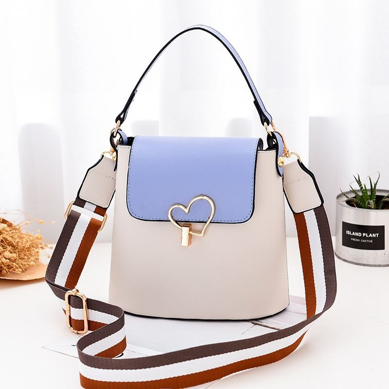 JT9999 IDR.142.000 MATERIAL PU SIZE L21XH18XW12CM WEIGHT 450GR COLOR WHITE