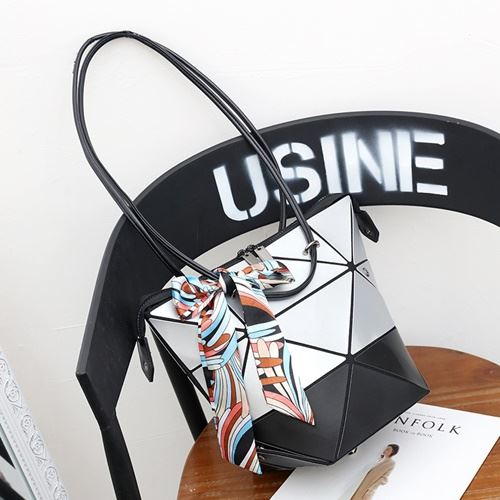 JTF001 IDR.125.000 MATERIAL PU SIZE L31XH26XW18CM WEIGHT 450GR COLOR SILVER