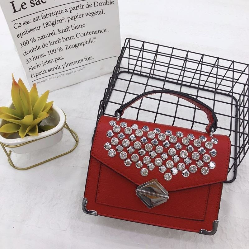 JTF019541 IDR.89.000 MATERIAL PU SIZE L20XH15XW7CM WEIGHT 570GR COLOR RED