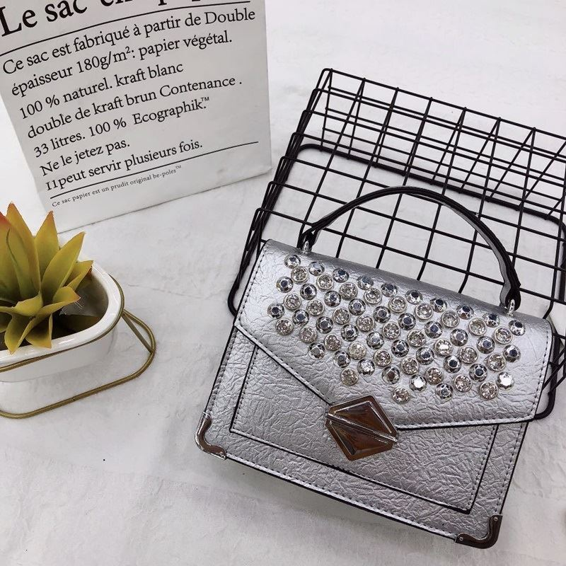 JTF019541 IDR.89.000 MATERIAL PU SIZE L20XH15XW7CM WEIGHT 570GR COLOR SILVER