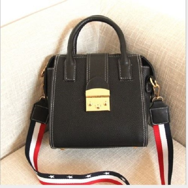 JTF0228 IDR.65.000 MATERIAL PU SIZE L20XH21XW10CM WEIGHT 800GR COLOR BLACK