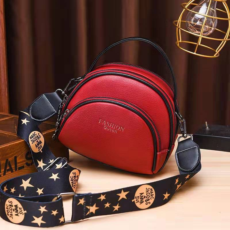JTF07003 IDR.83.000 MATERIAL PU SIZE L19XH15XW8CM WEIGHT 500GR COLOR RED