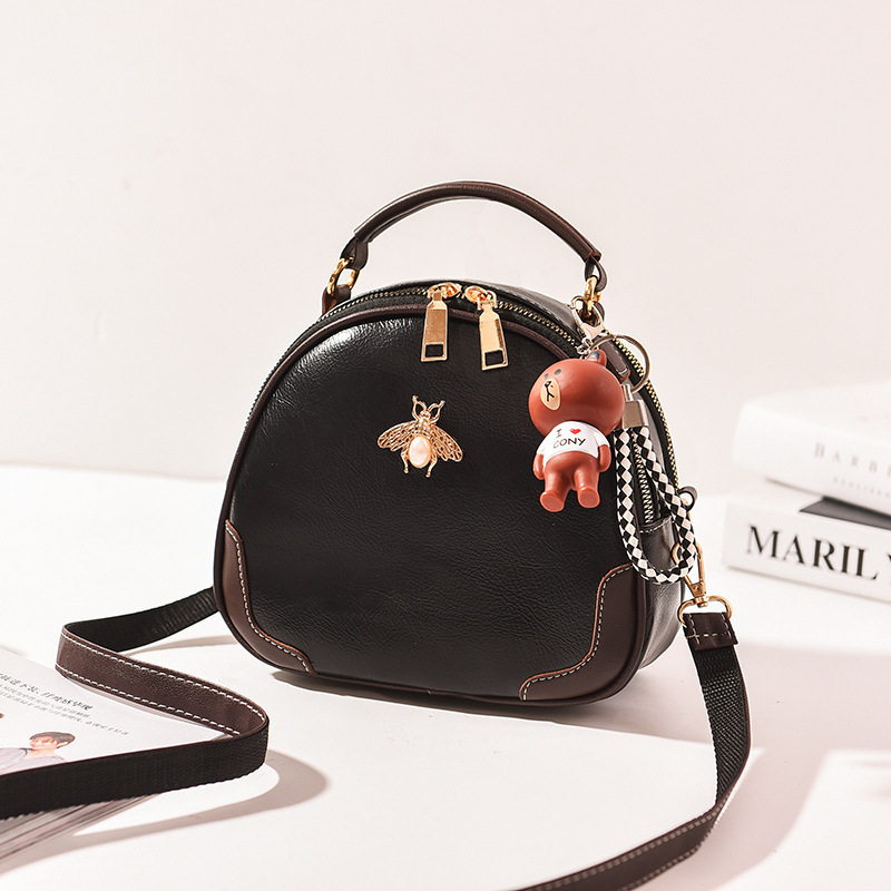 JTF12051 IDR.65.000 MATERIAL PU SIZE L22XH17XW9CM WEIGHT 550GR COLOR BLACK