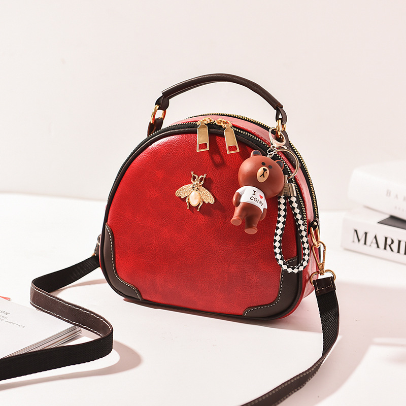 JTF12051 IDR.65.000 MATERIAL PU SIZE L22XH17XW9CM WEIGHT 550GR COLOR RED