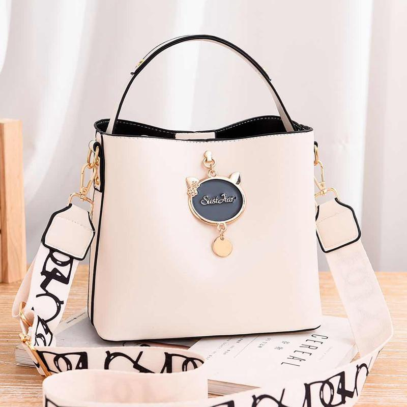 JTF12111 IDR.85.000 MATERIAL PU SIZE L23XH19XW11CM WEIGHT 550GR COLOR BEIGE