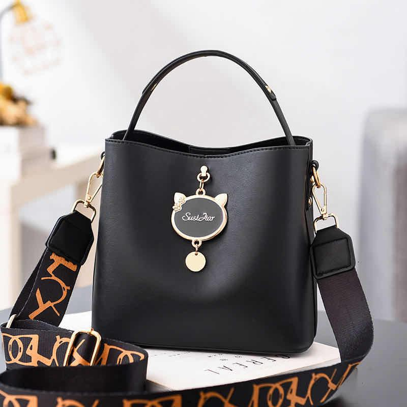 JTF12111 IDR.85.000 MATERIAL PU SIZE L23XH19XW11CM WEIGHT 550GR COLOR BLACK