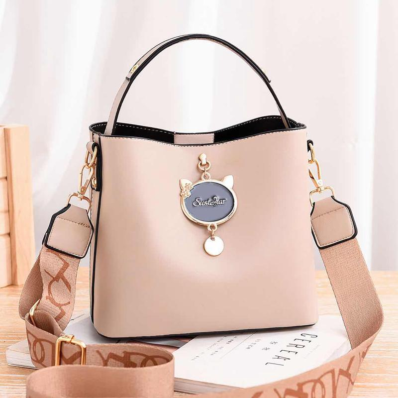 JTF12111 IDR.85.000 MATERIAL PU SIZE L23XH19XW11CM WEIGHT 550GR COLOR LIGHTKHAKI