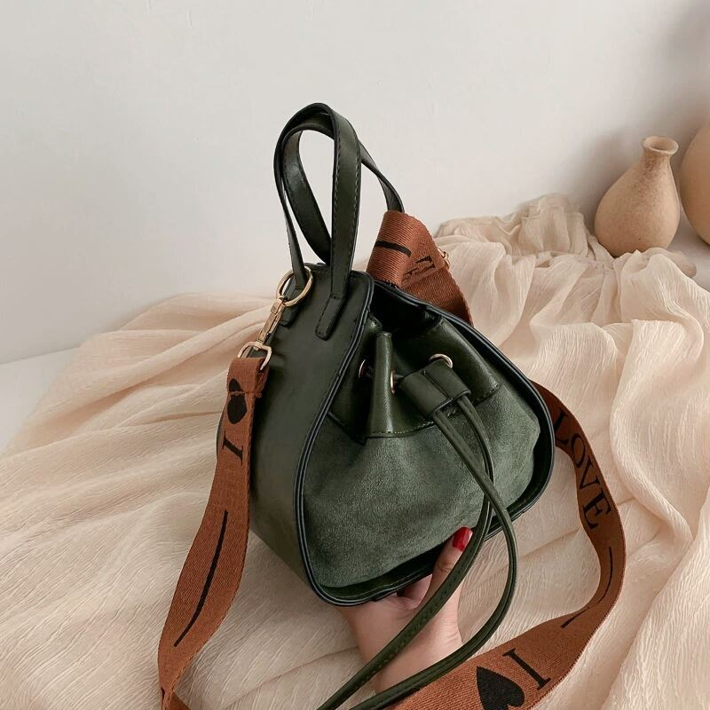 JTF12145 IDR.82.000  MATERIAL PU SIZE L11XH17XW18CM WEIGHT 400GR COLOR GREEN