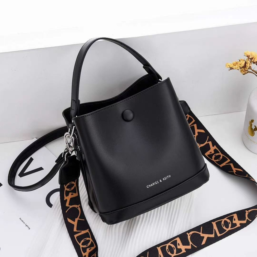 JTF12200 BLACK IDR.95.000 MATERIAL PU SIZE L20XH19XW13CM WEIGHT 700GR COLOR BLACK