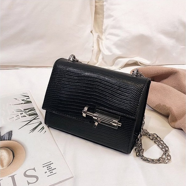 JTF123457 IDR.55.000 MATERIAL PU SIZE L18XH13XW8CM WEIGHT 500GR COLOR BLACK