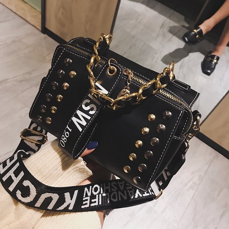 JTF16435 IDR.79.000 MATERIAL PU SIZE L22XH15XW10CM WEIGHT 550GR COLOR BLACK