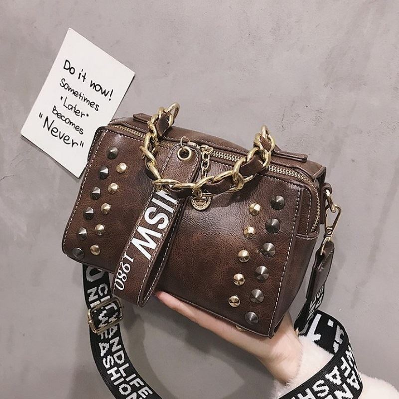 JTF16435 IDR.79.000 MATERIAL PU SIZE L22XH15XW10CM WEIGHT 550GR COLOR COFFEE