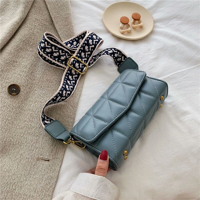 JTF167 IDR.90.000 MATERIAL PU SIZE L19XH12XW6CM WEIGHT 340GR COLOR BLUE