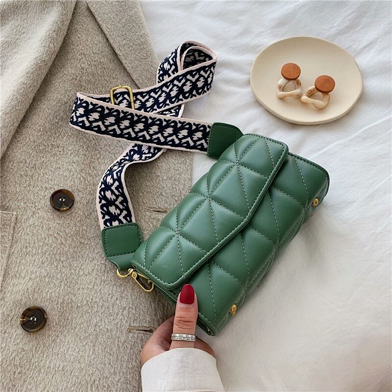 JTF167 IDR.90.000 MATERIAL PU SIZE L19XH12XW6CM WEIGHT 340GR COLOR GREEN