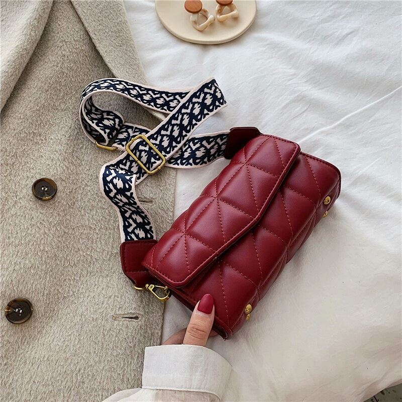 JTF167 IDR.90.000 MATERIAL PU SIZE L19XH12XW6CM WEIGHT 340GR COLOR RED
