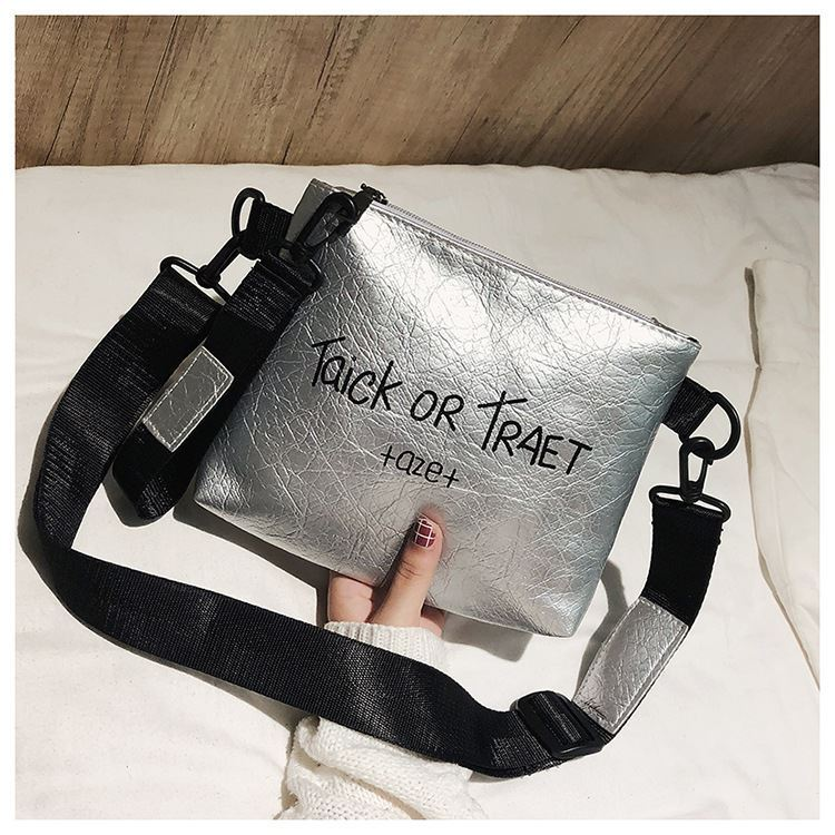 JTF18225 IDR.33.000 MATERIAL PU SIZE L22XH18XW4CM WEIGHT 300GR COLOR SILVER