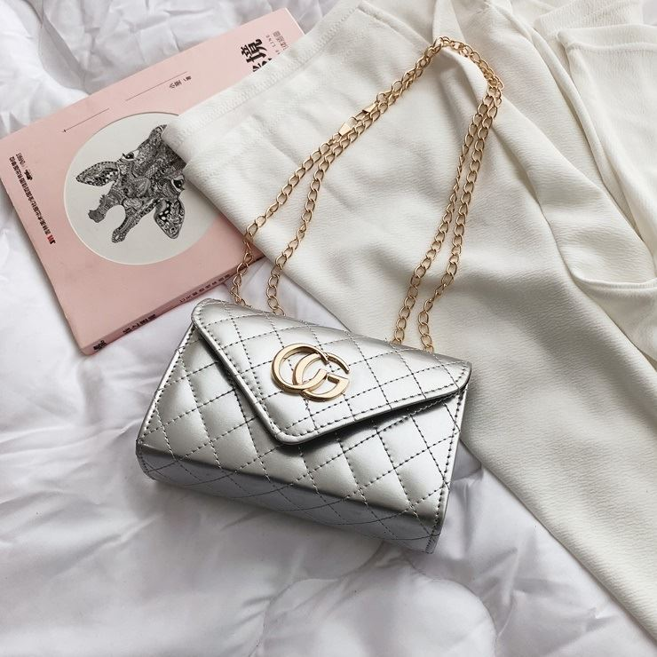 JTF19086 IDR.50.000 MATERIAL PU SIZE L18.5XH13XW7CM WEIGHT 300GR COLOR SILVER