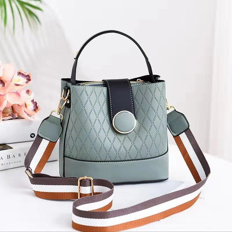 JTF19381 IDR.73.000 MATERIAL PU SIZE L20XH18.5XW11.5CM WEIGHT 600GR COLOR GREEN