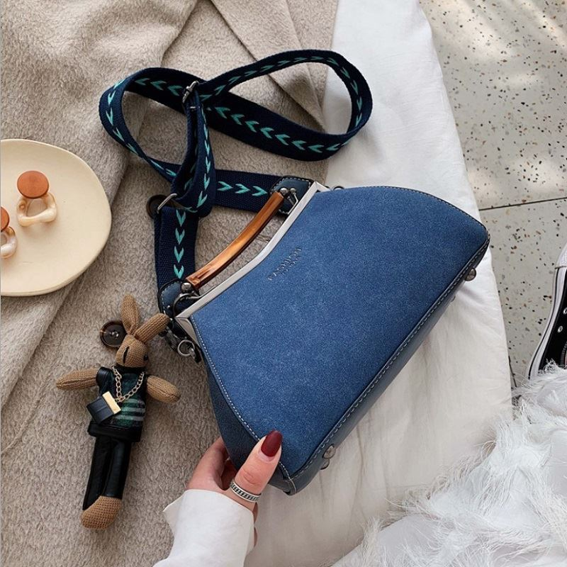 JTF1952 IDR.110.000 MATERIAL PU SIZE L17-26XH16XW10CM WEIGHT 600GR COLOR BLUE