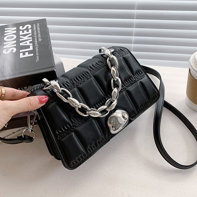 JTF2003 IDR.85.000 MATERIAL PU SIZE L21XH14XW6CM WEIGHT 450GR COLOR BLACK