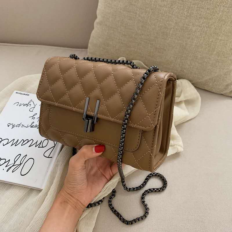 JTF2644 IDR.80.000 MATERIAL PU SIZE L20.5XH14.5XW8CM WEIGHT 500GR COLOR KHAKI