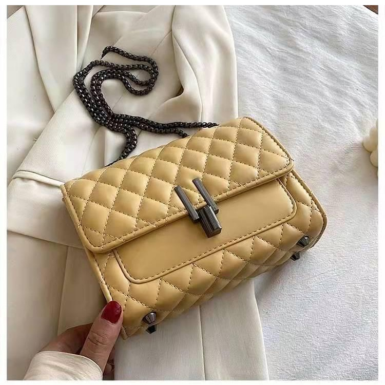 JTF2644 IDR.80.000 MATERIAL PU SIZE L20.5XH14.5XW8CM WEIGHT 500GR COLOR LEMON