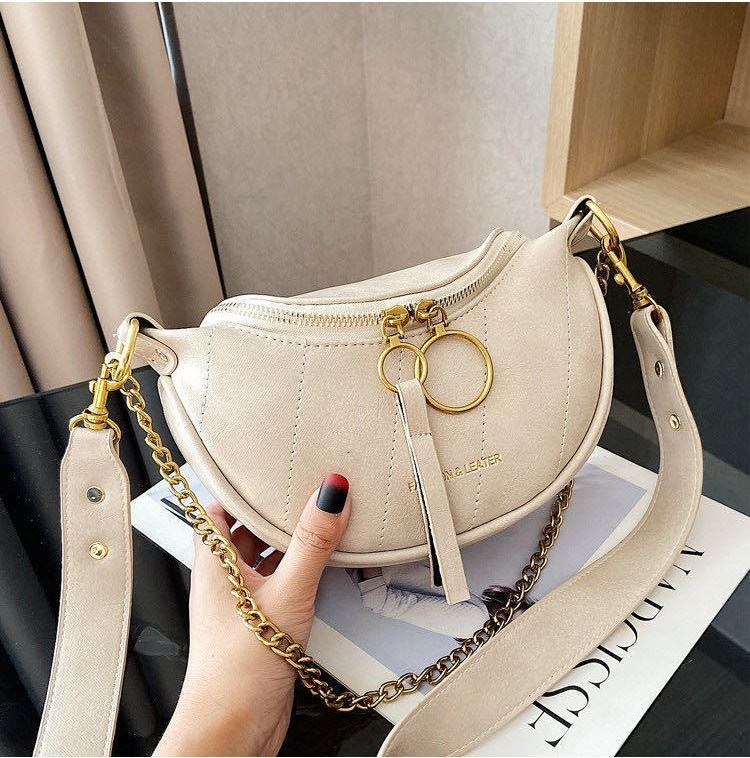 JTF30337 IDR.72.000  MATERIAL PU SIZE L15XH14XW6CM WEIGHT 350GR COLOR BEIGE