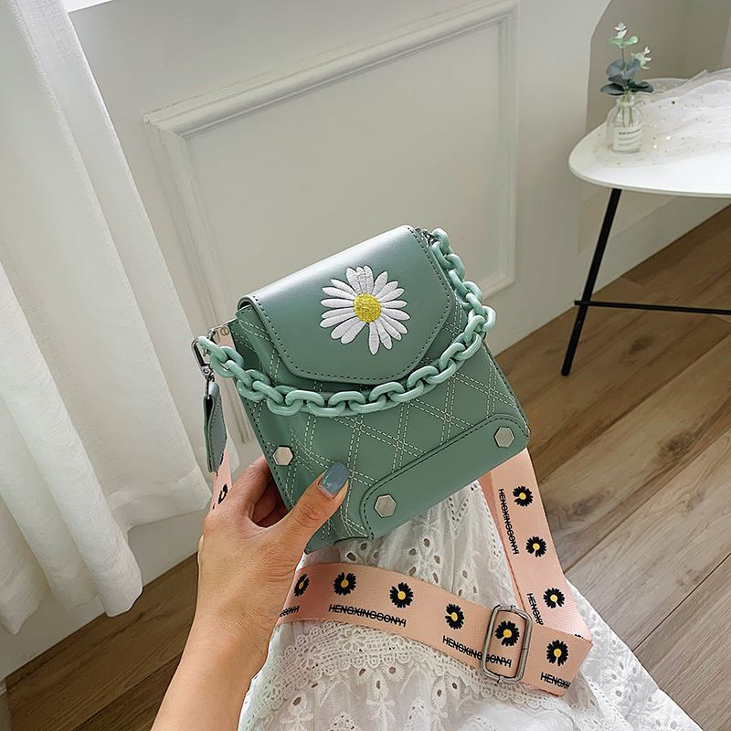 JTF30340 IDR.85.000 MATERIAL PU SIZE L18XH16XW10CM WEIGHT 350GR COLOR GREEN