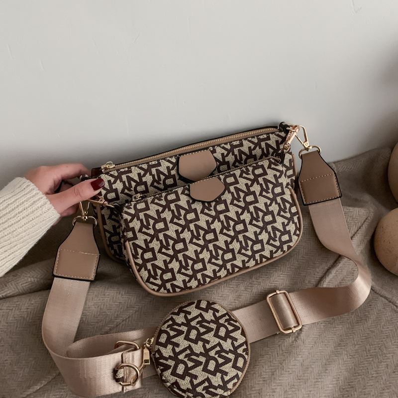 JTF3343 (3IN1) IDR.85.000 MATERIAL PU SIZE L23XH13XW4.5CM WEIGHT 500GR COLOR KHAKI
