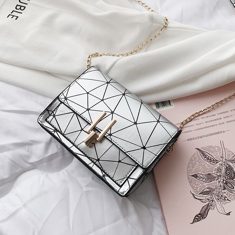 JTF3368 IDR.33.000 MATERIAL PU SIZE L17XH12XW6CM WEIGHT 200GR COLOR SILVER