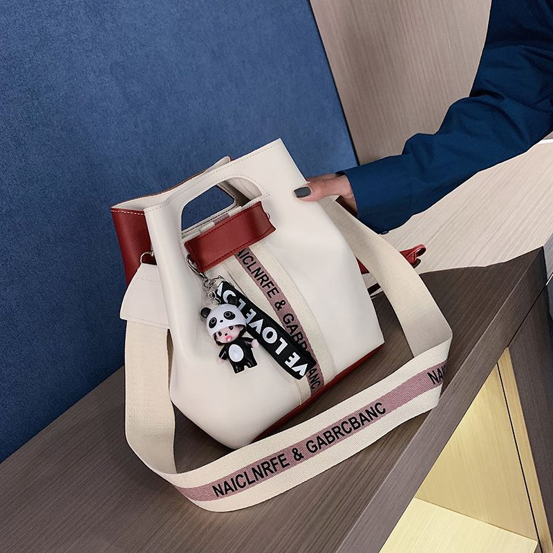 JTF46321 IDR.60.000 MATERIAL PU SIZE L24XH15XW24CM WEIGHT 450GR COLOR BEIGERED