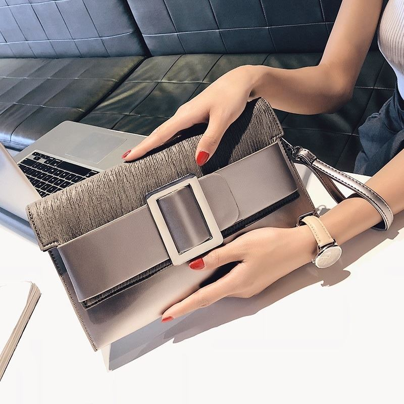 JTF5869 IDR.82.000 MATERIAL PU SIZE L29XH17.5XW4.5CM WEIGHT 550GR COLOR SILVER