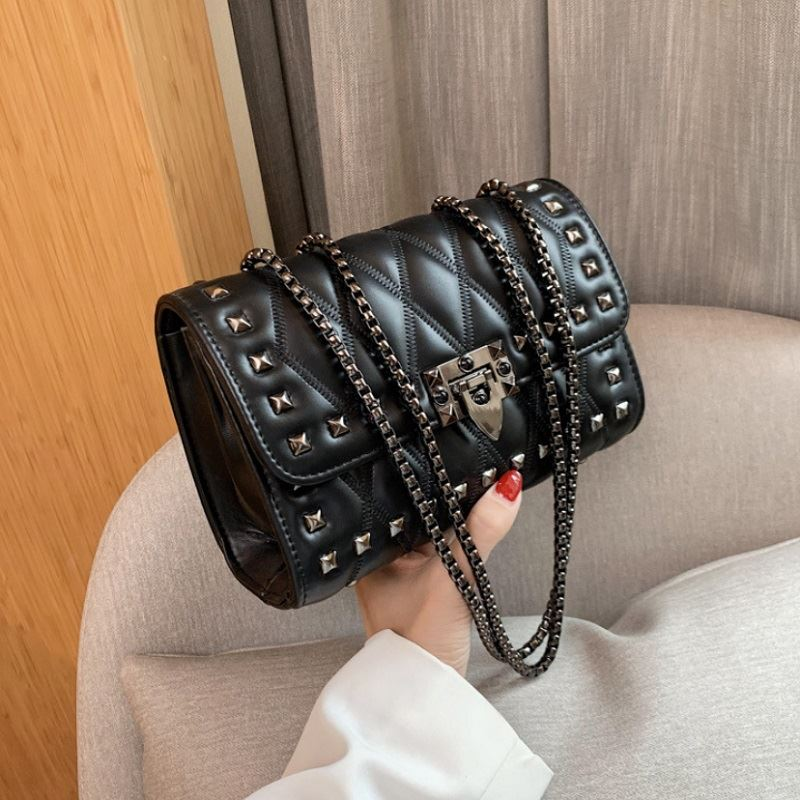 JTF7240 IDR.80.000 MATERIAL PU SIZE L22XH15XW8CM WEIGHT 600GR COLOR BLACK