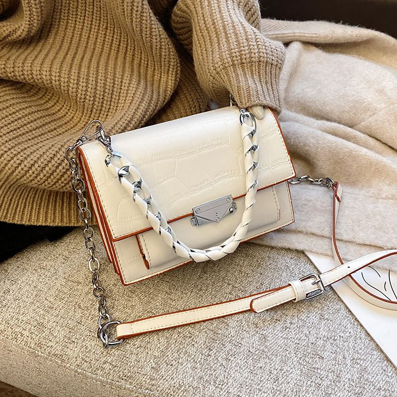 JTF7243 IDR.75.000 MATERIAL PU SIZE L20XH15XW10CM WEIGHT 570GR COLOR BEIGE