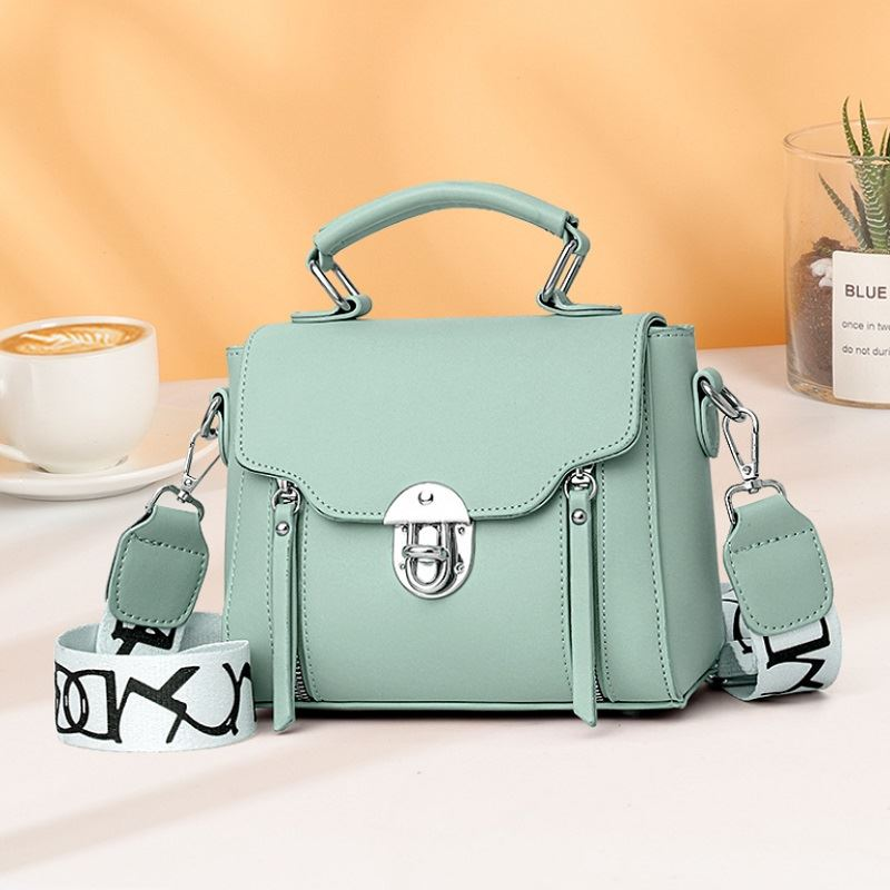 JTF7641 IDR.77.000 MATERIAL PU SIZE L21XH17XW11CM WEIGHT 430GR COLOR GREEN