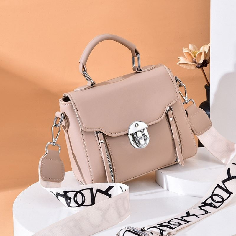 JTF7641 IDR.77.000 MATERIAL PU SIZE L21XH17XW11CM WEIGHT 430GR COLOR KHAKI