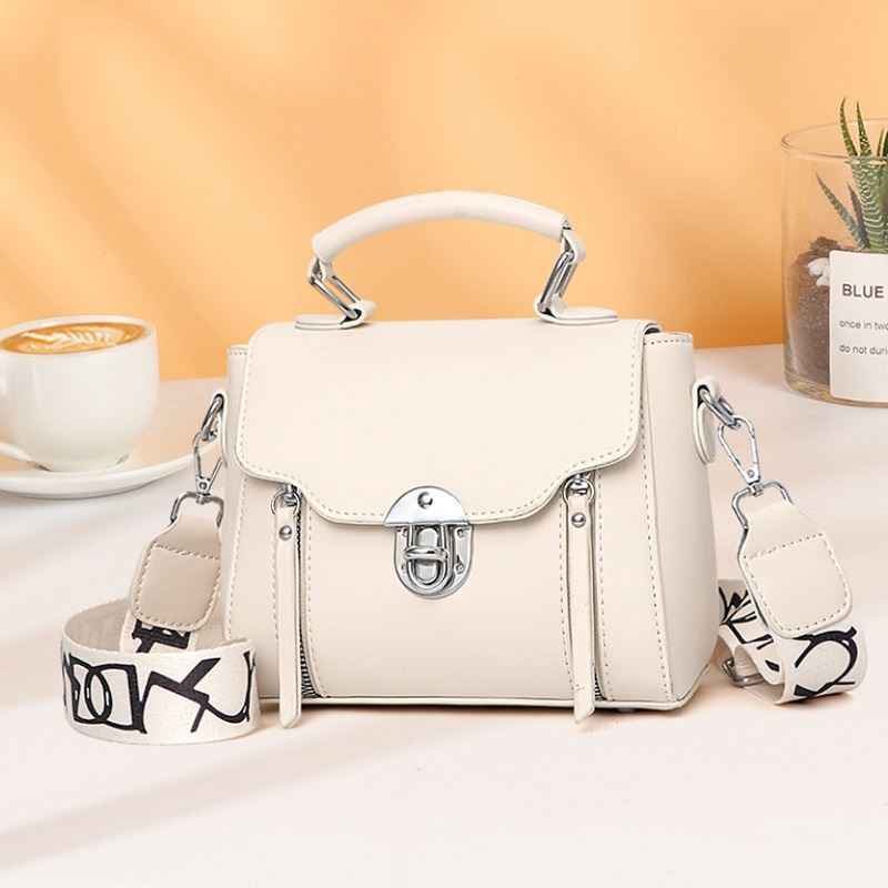 JTF7641 IDR.77.000 MATERIAL PU SIZE L21XH17XW11CM WEIGHT 430GR COLOR WHITE